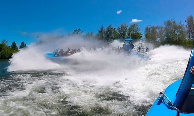 Hellgate Jetboat Wave Jumping