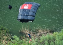 Base Jumper 2 landing