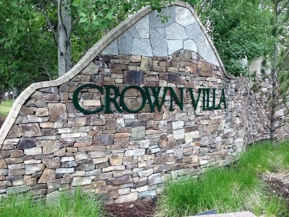 Crown Villas Sign