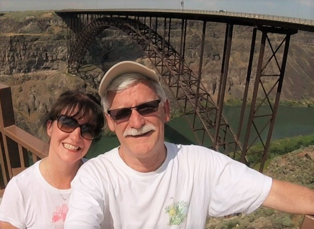 Mugging at Perrine Bridge