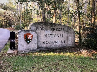 fort-frederica-monument-sign